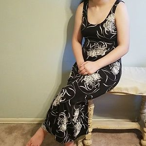 👠black and white floral print maxi dress